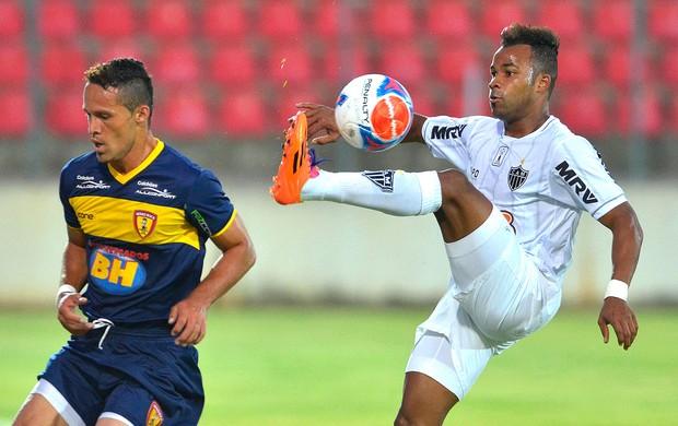 Fernandinho jogo Atlético-MG e Minas (Foto: Douglas Magno / Agência Estado)