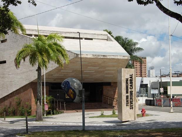 O Teatro Municipal Severino Cabral completa 40 anos em 2013 e é considerado um ícone cultural e um dos símbolos de Campina Grande. (Foto: Ligia Coeli)