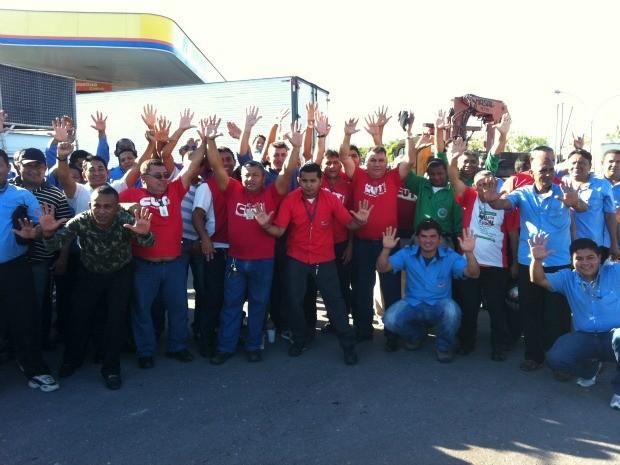 Trabalhadores querem reajuste de 10% (Foto: Camila Henriques/G1 AM)