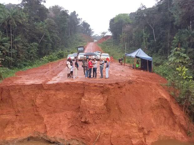 Equipes de manutenção preveem fluxo de veículos para a quarta-feira (6) (Foto: PRF/Divulgação)
