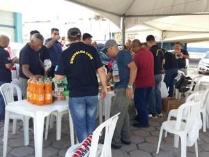 Policiais civis realizaram um café da manhã durante ato em frente ao Code (Foto: Divulgação/Sindpol)