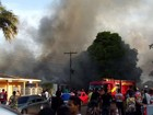 Incêndio destrói casa e atinge dois carros no Centro de Santana, no AP