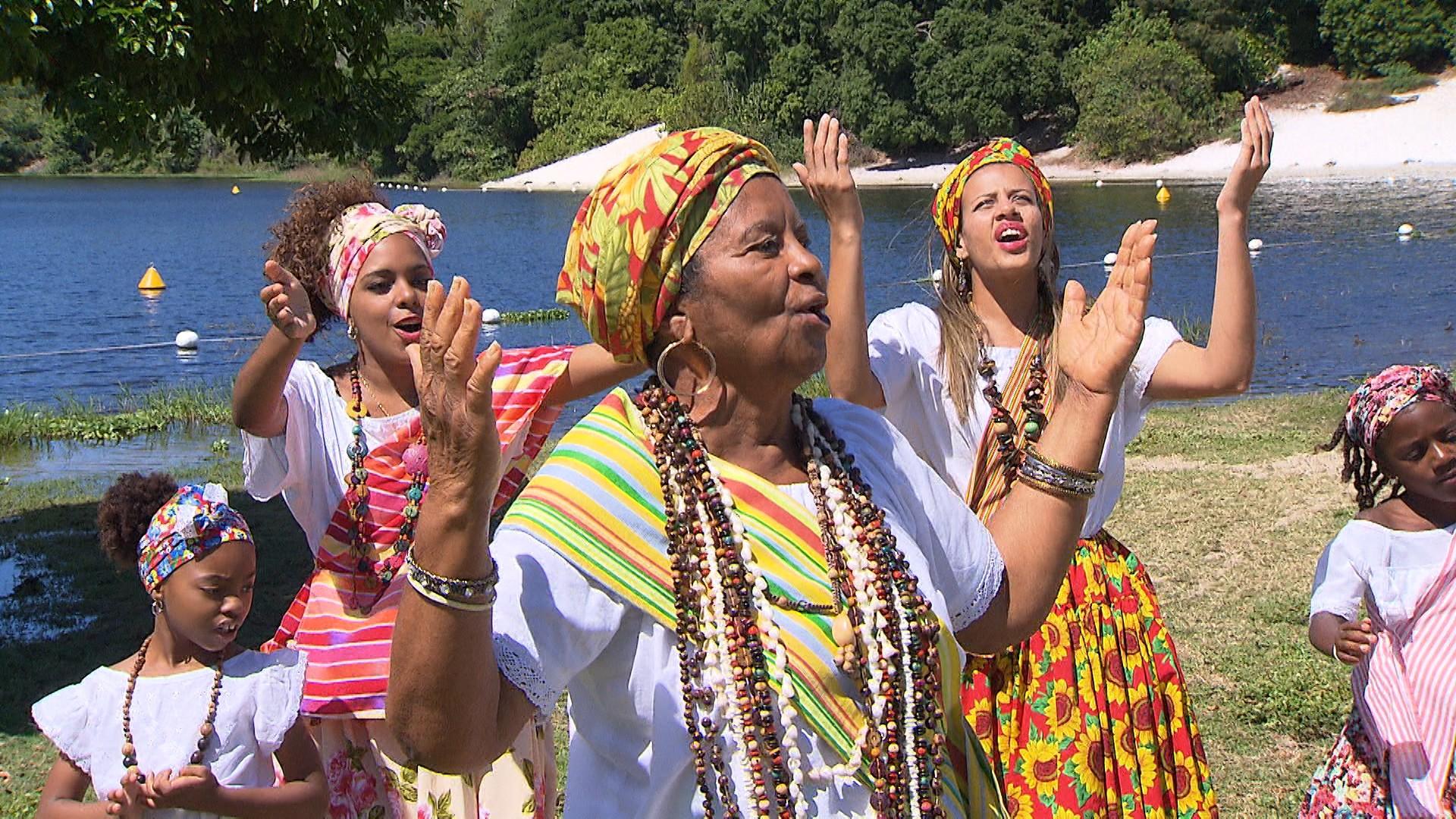 A atração musical da semana é o grupo As Ganhadeiras de Itapuã (Foto: Divulgação)