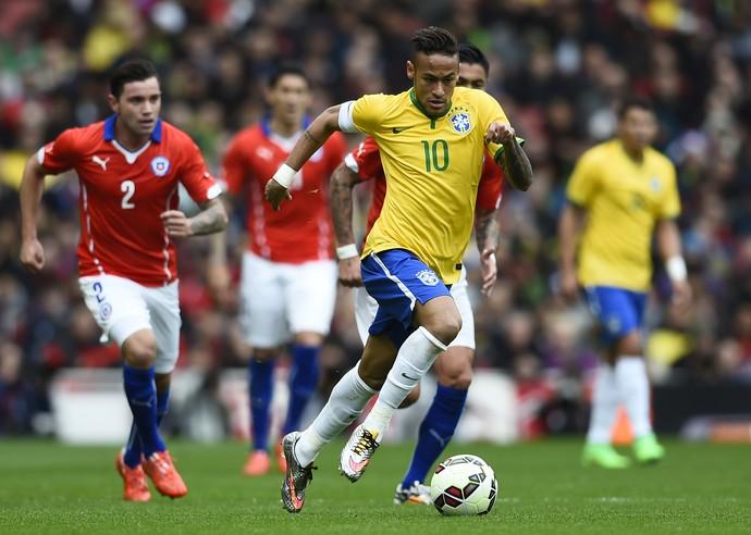 Firmino entra, marca sobre o Chile e garante 8ª vitória do Brasil de Dunga