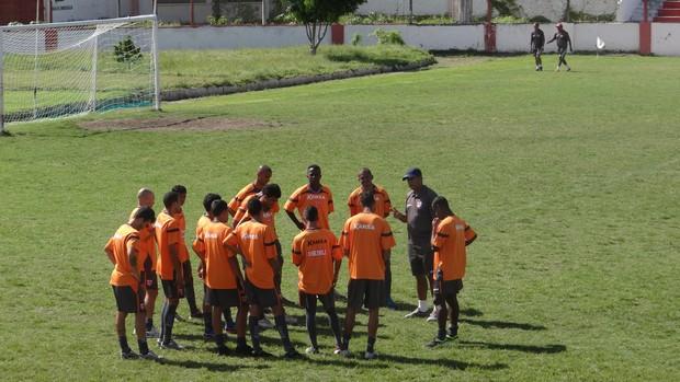 Jogadores do CRB fizeram treino físico com o preparador Eduardo Ortiz (Foto: Viviane Leão/GLOBOESPORTE.COM)