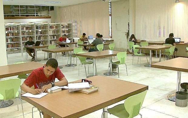 Biblioteca Pública oferece espaços para leitura contando com um variado acervo de diversas áreas do conhecimento (Foto: Jornal do Acre)