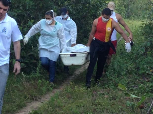 Corpo de Kely estava em estado de decomposição (Foto: Alexandre Alves/TV Anhanguera)