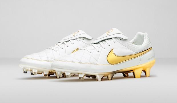 d90271c97d Nike lança edição limitada de chuteira imortalizada por Ronaldinho ...