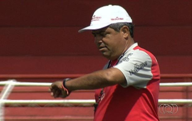 Hermógenes Neto, técnico interino do Vila Nova (Foto: Reprodução/TV Anhanguera)