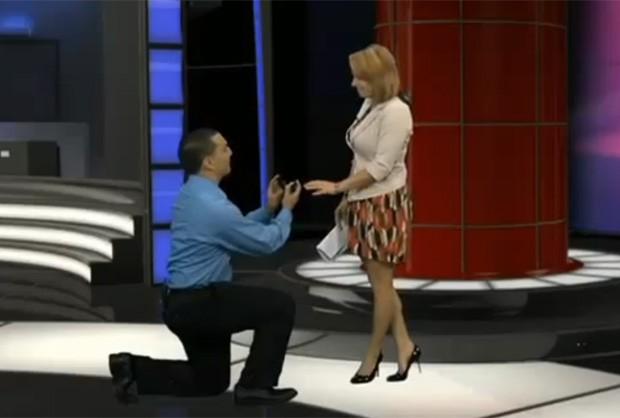Jilian Pavlica foi surpreendida pelo namorado, que a pediu em casamento ao vivo na TV (Foto: Reprodução)
