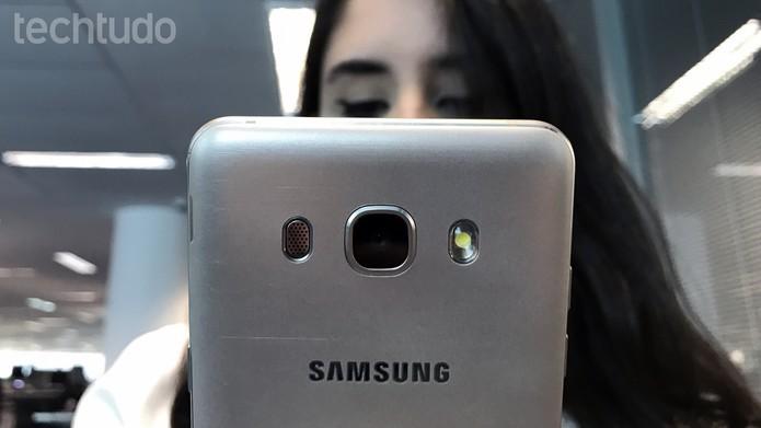 Câmera do J5 Metal oferece mais abertura para incrementar captura de luz (Foto: Thássius Veloso/TechTudo)
