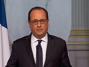 O presidente da França, François Hollande, fala sobre os ataques simultâneos em Paris (Foto: Reprodução/Reuters)