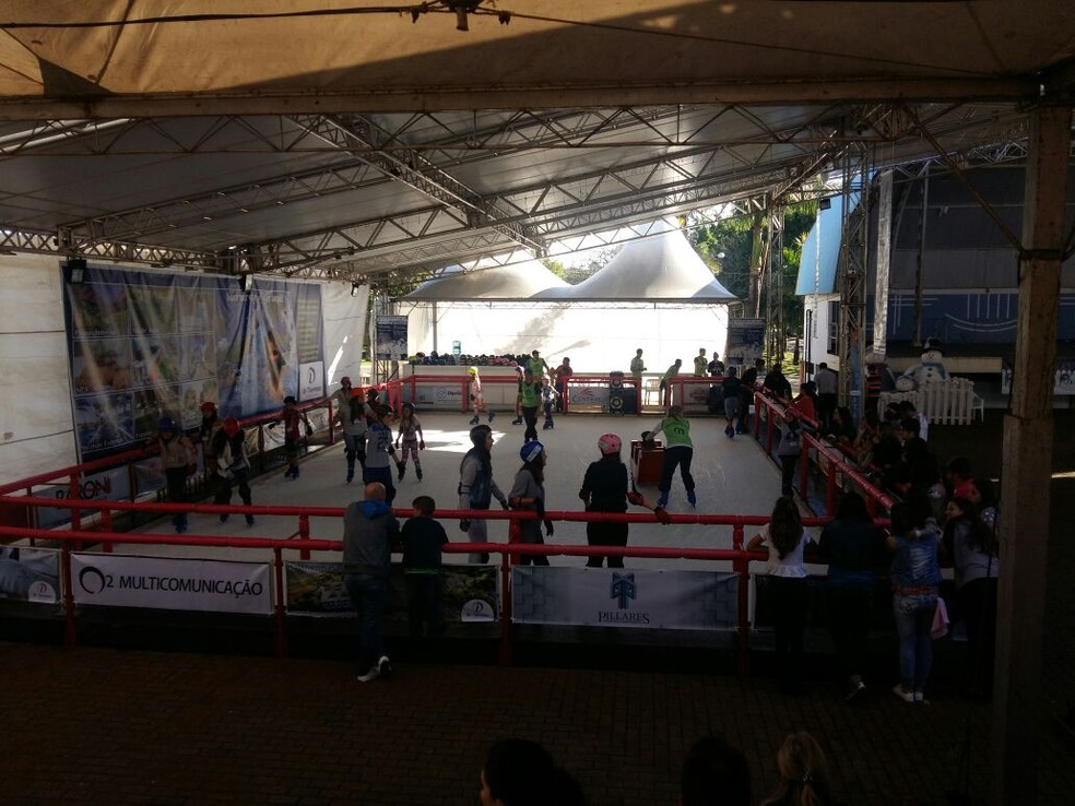 Pista de patinação é uma das atrações do festival (Foto: Eveline Poncio/RBS TV)