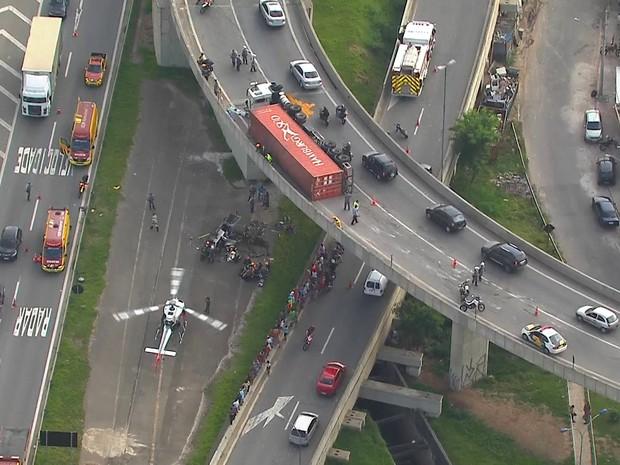 Acidente no Rodoanel, na altura do km 27, em Osasco, na Grande São Paulo (Foto: Reprodução/TV Globo)