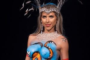 Rodopie a Ana Paula Minerato e veja como é feita a pintura corporal (Arte G1)