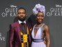 Lupita Nyong'o usa vestido decotado em première de filme nos EUA