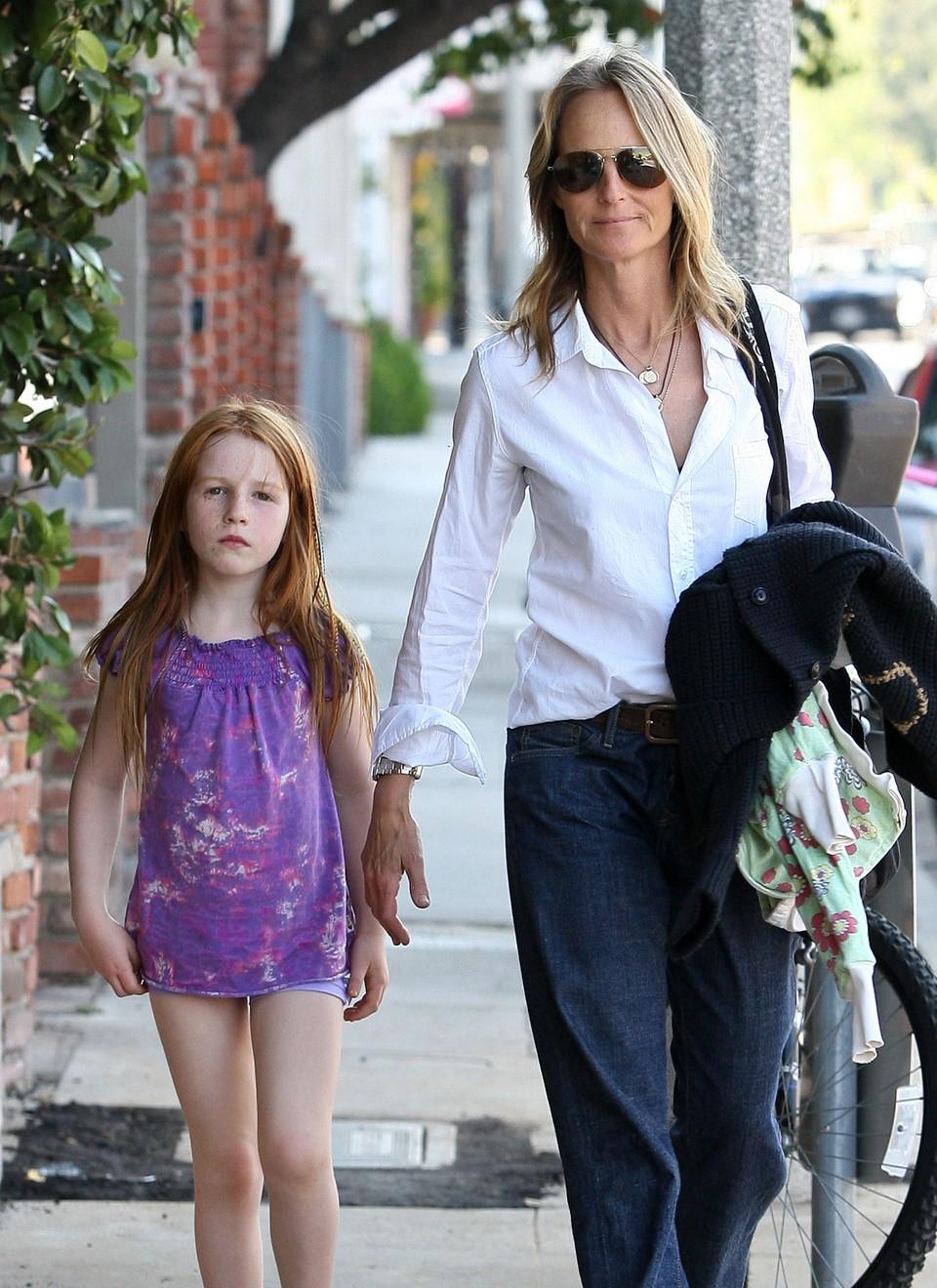 Helen Hunt e sua filha Makena (Foto: Divulgação)
