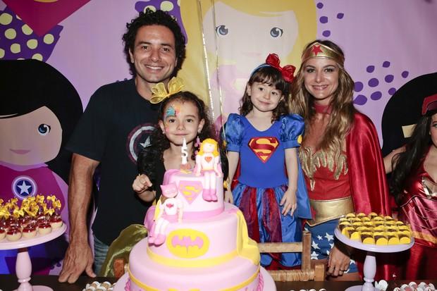Festa das filhas de Marco Luque e Flávia Vitorino (Foto: Rafael Cusato/ Brazil News)