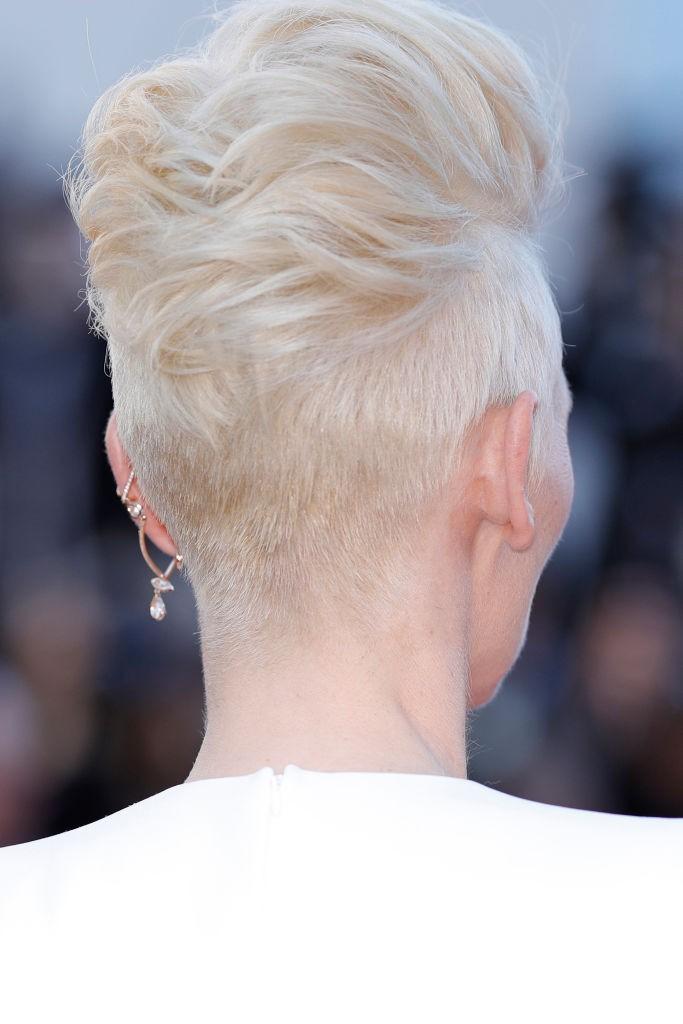 Detalhe do cabelo de Tilda Swinton (Foto: Getty Images)
