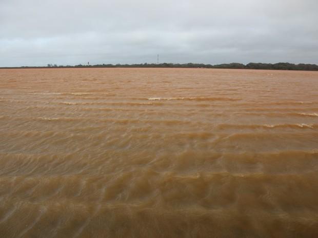 Mar em Regência, litoral de Linhares, neste domingo (22) (Foto: Secundo Rezende/ Zoom Filmes)