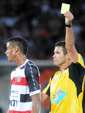 Árbitro Ricardo Tavares (Foto: Aldo Carneiro)