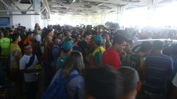 Saída dos jogadores do Sampaio (Foto: Afonso Diniz/Globoesporte.com)