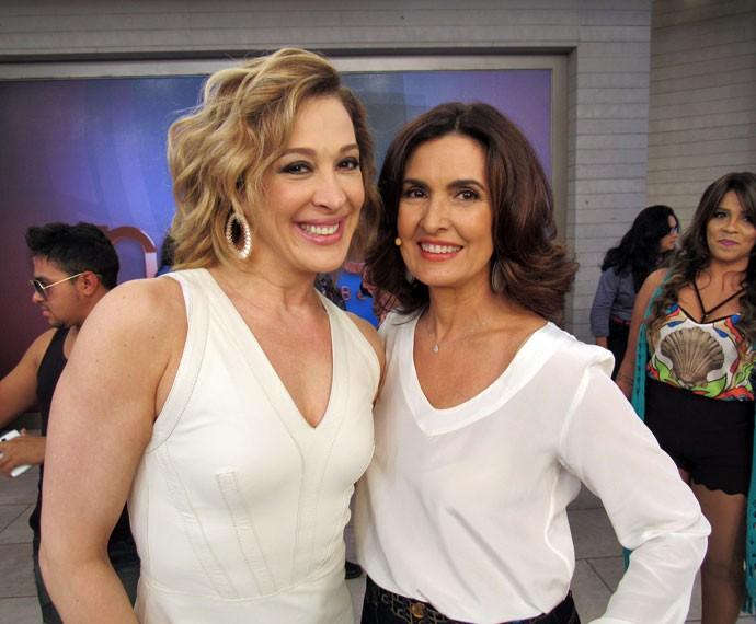 Fátima com a atriz Claudia Raia nos bastidores  (Foto: Priscilla Massena/Gshow)
