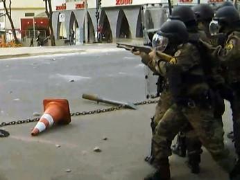 Policiais Militares disparam contra manifestantes em Belo Horizonte (Foto: Reprodução/TV Globo Minas)