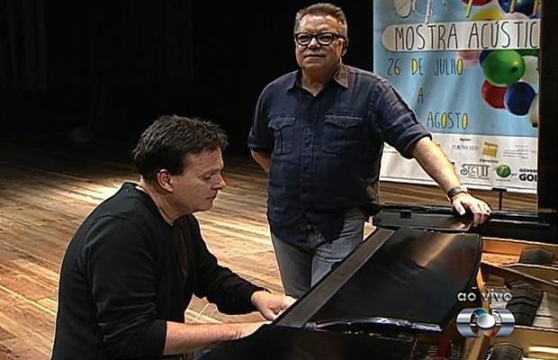 João Caetano e Ricardo Leão se apresentam em Goiânia (Foto: Reprodução/TV Anhanguera)