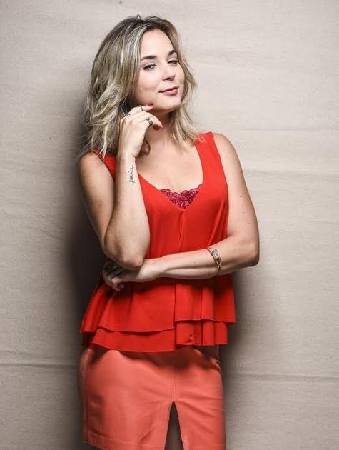 Juliana Lohmann muda visual para 'As canalhas' (Foto: Páprica Fotografia)