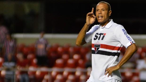Luis Fabiano, São Paulo x Linense (Foto: Levi Bianco/Agência Estado)