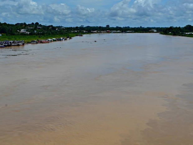 Rio Juruá subiu dois metros em 48 horas (Foto: Adelcimar Carvalho/G1)