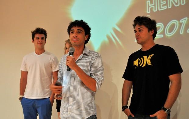Atores falando sobre o projeto (Foto: Divulgação)