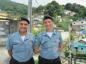 Andréia e Valim fazem trabalho social na comunidade da Formiga (Foto: Janaína Carvalho/G1)