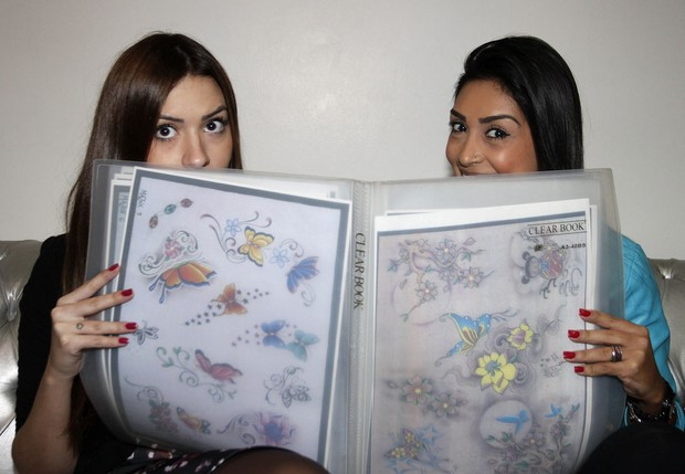 Amanda e Tamires (Foto: Celso Tavares)