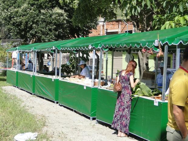 e8c6c7217c198 Os alimentos produzidos pela feira orgânica são cultivados por produtores  rurais da região. (Foto