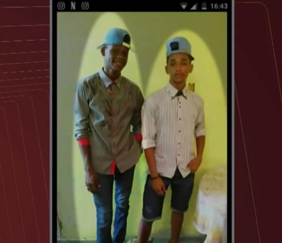 Adolescente foram enterrados na tarde deste sábado (Foto: Reprodução/TV Bahia)