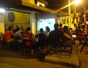 Time se reúne em restaurante para assistir jogos da NFL (Foto: Pedro Cruz/GLOBOESPORTE.COM)