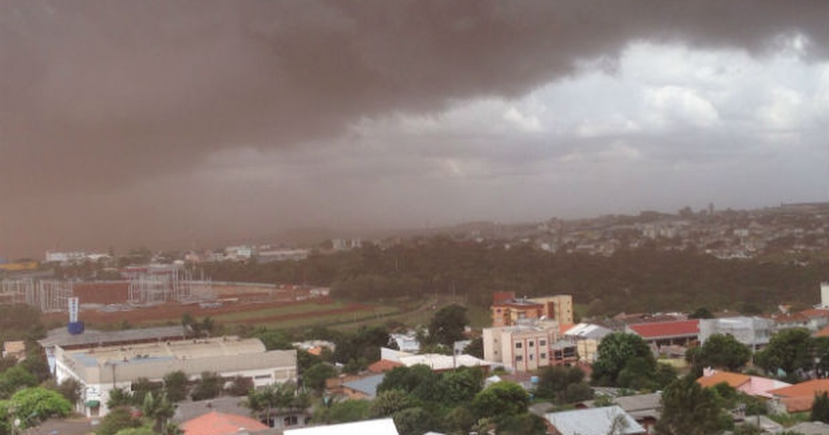 Tempestade de ventos de até 74 km/h causam estragos em Cascavel - Globo.com