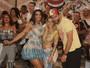 Henri Castelli vai com a namorada em samba e é tietado por Helena Soares