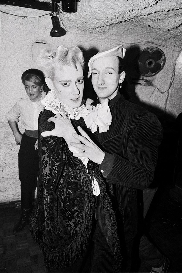Stephen (right) was an habitué of London's lively clubbing scene in the Eighties, where the New Romantics would parade their latest styles (Foto: GRAHAM SMITH)
