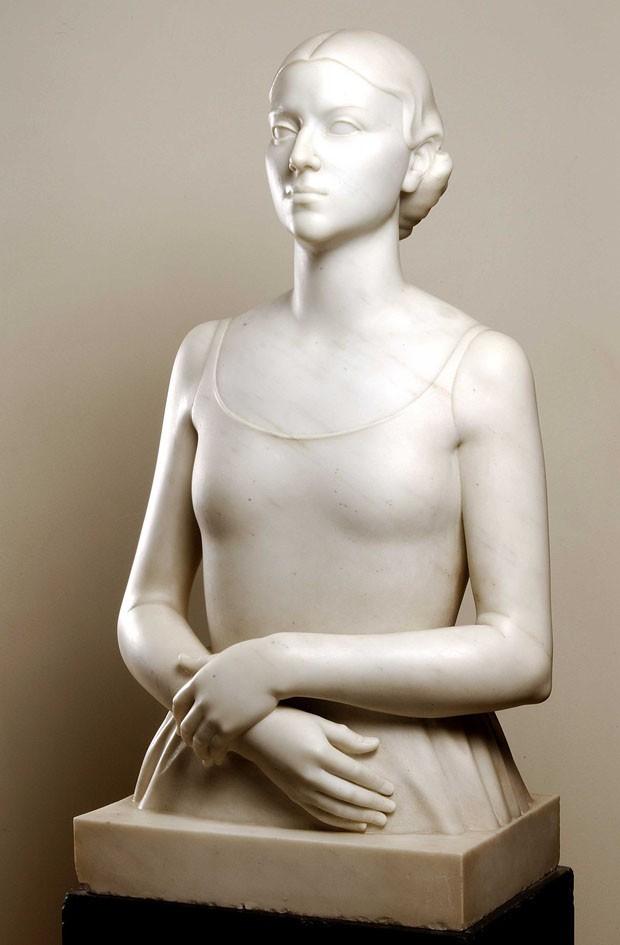 Busto em mármore de Renata Crespi, de Victor Brecheret (1894 - 1955), da década de 30 (Foto: Foto: Rômulo Fialdini)
