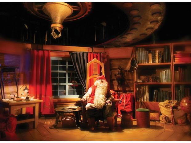 Papai Noel vive em Rovaniemi cercado de ajudantes (Foto: Divulgação/Santa Claus Village)