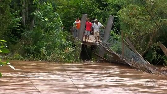 Rio Paraguai sobe em cidade de MT e deixa famílias praticamente isoladas