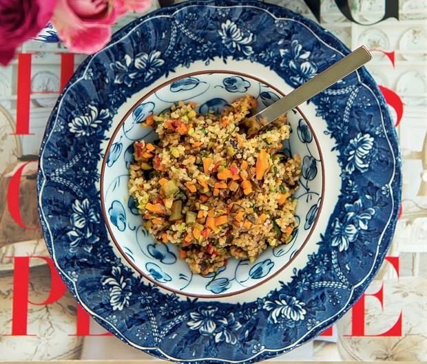Saladinha de sêmola com legumes grelhados, nuts e frutas secas ao perfume de especiarias (Foto: Cacá Bratke/Casa e Comida)