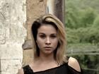 Laryssa Ayres é musa de clipe de banda de rock