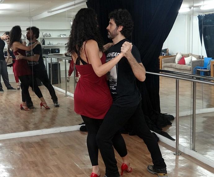 O tango foi o ritmo escolhido para a primeira cena de dança de Débora Nascimento e Eriberto Leão em 'Êta Mundo Bom!' (Foto: Walter Dhein/Gshow)