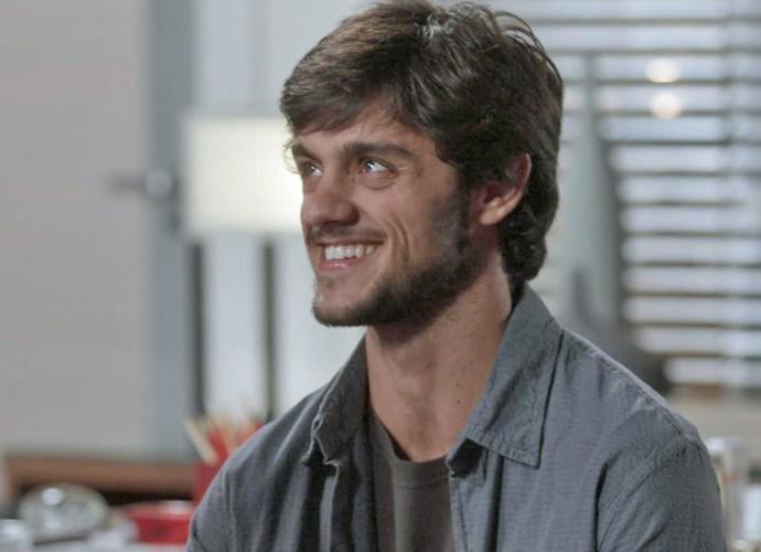 Jonatas ficou emocionado ao conquistar um emprego na Bastille (Foto: TV Globo)