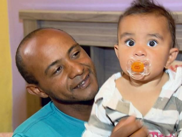 Menino David Lucas precisa de cirurgia para corrigir problema no intestino em Conceição da Aparecida (Foto: Reprodução EPTV)