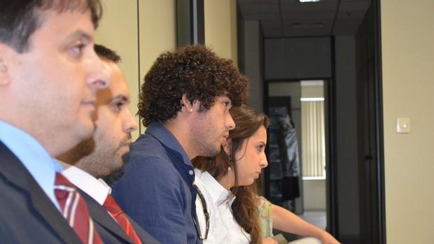 Bruno Mendes acompanha audiência ao lado de familiares e advogados (Foto: Murilo Borges / Globoesporte.com)